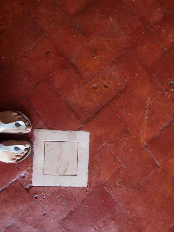 chão antigo encerado