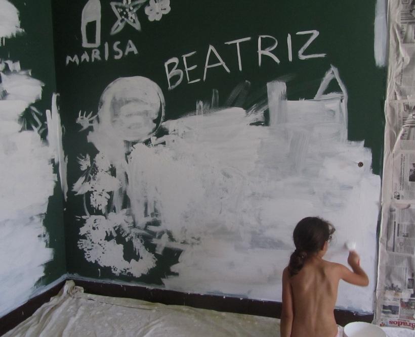 Pintur de branco uma parede escura