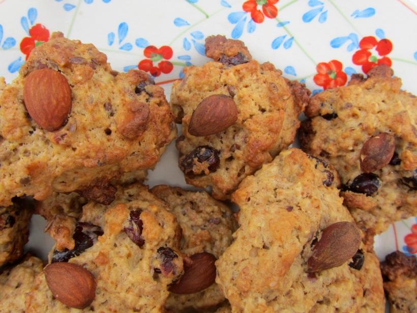 Biscoitos de mirtilo no prato