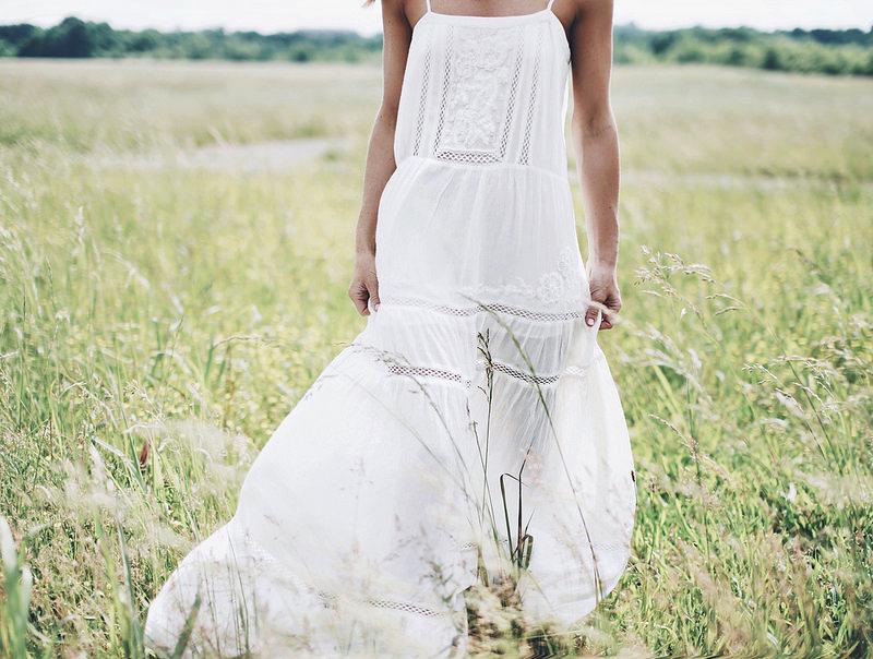 vestido brando com renda