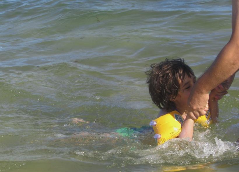 Beatriz a nadar