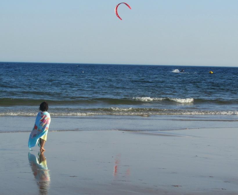 Beatriz ao pôr do sol na praia 2015