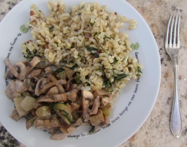 Arroz integral com legumes salteados