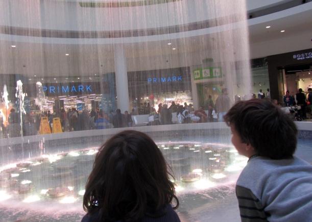 Uau! Um centro comercial!