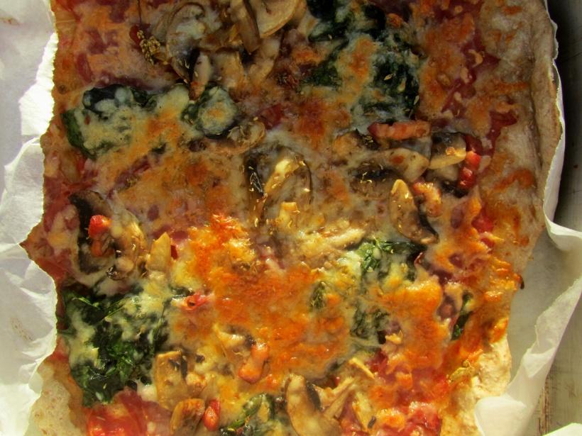 pizza fiambre cogumelos espinafre depois do forno