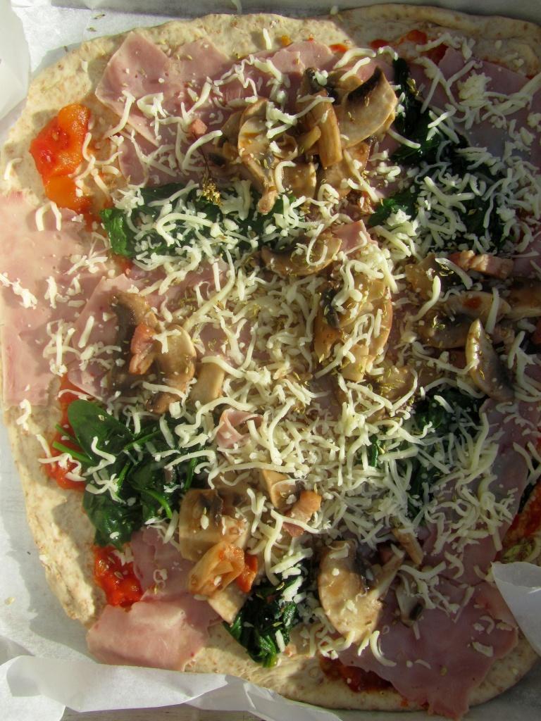 pizza fiambre cogumelos espinafres