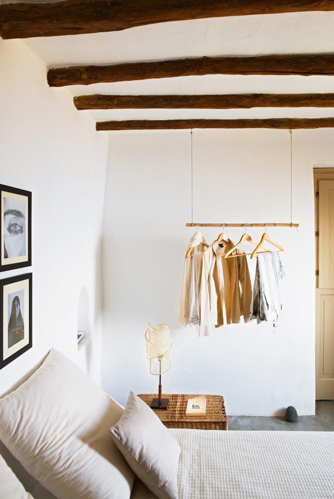 pendurar roupa no quarto