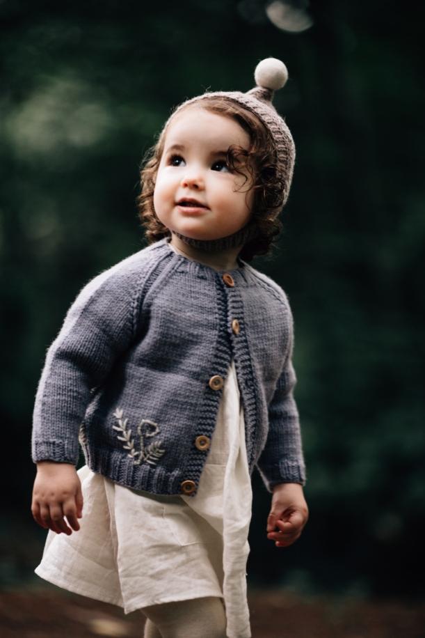 casaco-cinzento-tricotado-para-menina